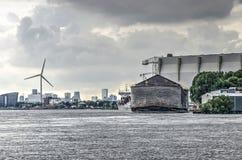 Arche du ` s de Noé et industrie moderne photos stock