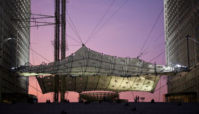 arche floodlit grande φτερό του Παρισιού Στοκ Εικόνες