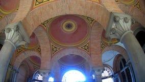 Arched上色了多彩多姿的砖天花板 免版税库存图片