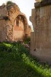 Arched破坏了Surb Karapet教会墙壁  免版税图库摄影