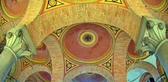 Arched a coloré le plafond multicolore de brique Image libre de droits