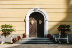 Free Arched Doors With Decorative Elements Royalty Free Stock Photos - 103699658