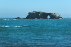 Free Arched Rock On The Sonoma Coast Royalty Free Stock Image - 190082836