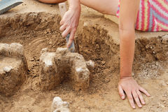 Archeological narzędzia, Archeologist pracuje na miejscu, ręka i narzędzie, Zdjęcie Royalty Free