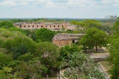 Archeologisch die gebied van Uxmal, hierboven wordt bekeken van stock foto