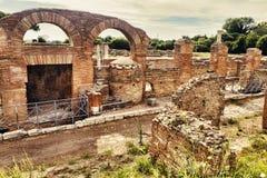 Archeologisch Roman landschap in Ostia Antica - Rome stock foto