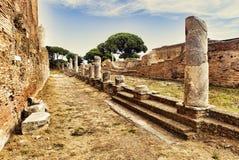 Archeologisch Roman landschap in Ostia Antica - Rome royalty-vrije stock fotografie