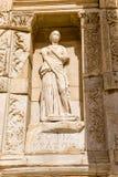 Archeologische plaats van Ephesus, Turkije Beeldhouwwerk op de voorgevel van de Bibliotheek van Celsus, I-eeuw BC (een modern exe Royalty-vrije Stock Afbeeldingen