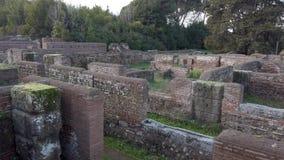 Archeologische uitgravingen van Ostia Antica, overzicht van Republikeinse Pakhuizen stock footage