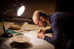Archeoloog met croks royalty-vrije stock fotografie