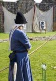 Archer féminin Affichage médiéval Warkworth, le Northumberland l'angleterre LE R-U images stock