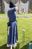 Archer féminin Affichage médiéval Warkworth, le Northumberland l'angleterre LE R-U image libre de droits