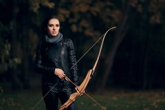 Free Archer Woman With Bow And Arrow In Target  Training Royalty Free Stock Photo - 101907865