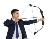 Archery молодого бизнесмена практикуя Стоковое Изображение