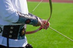 archery Exercício de Archer com a curva Esporte, conceito da recreação imagens de stock
