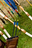 ArcheryEquipment. Archi, frecce e faretra. immagine stock