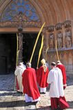 Archevêque de Tarragona entrant dans la cathédrale Image libre de droits