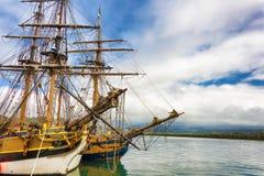 Archi delle navi alte messe in bacino Fotografie Stock