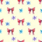 Archi rossi e blu, pollone della lecca-lecca di turbinio con il modello senza cuciture dei cuori illustrazione di stock
