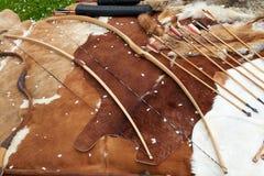 Archi tradizionali e frecce di medio evo medievale Immagine Stock
