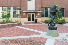 Archie Manning statua przy Ole chybienie obraz royalty free