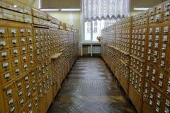 Archiefkasten in de bibliotheek Stock Foto's