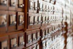 Archiefkasten in de bibliotheek Stock Afbeeldingen