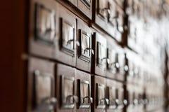 Archiefkasten in de bibliotheek Stock Fotografie