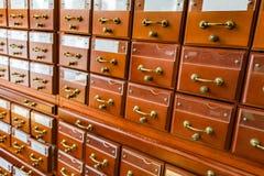 Archiefkasten in de bibliotheek Royalty-vrije Stock Afbeeldingen