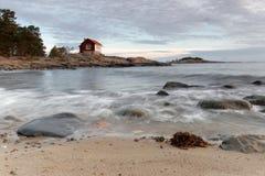 Archilelago και εξοχικό σπίτι στο φως πρωινού Στοκ Φωτογραφίες