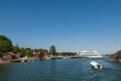 Archipelago ferry arrives Sweden Royalty Free Stock Photography