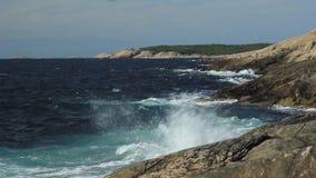 Archipiélago Suecia de las olas oceánicas metrajes