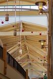 Architechture、装饰和光在购物中心在Christm期间 库存图片