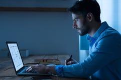 Architect die aan laptop werken Royalty-vrije Stock Afbeelding