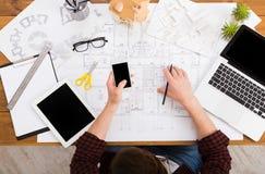 Architect die architecturale project hoogste mening trekken Royalty-vrije Stock Fotografie