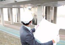 Architect die bij de planning werkt Royalty-vrije Stock Afbeeldingen