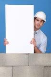 Architect die zijn blauwdruk voorstelt. Royalty-vrije Stock Foto's