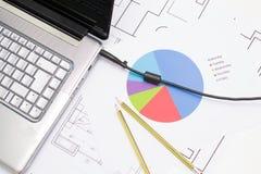 Architect die in zijn bureau werken Stock Afbeelding