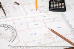 Architect& x27 ; espace de travail de s avec le plan et le crayon, calculatrice, Photo libre de droits