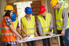 Architect explaining plan to group of workers Royalty Free Stock Images