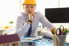 Architect of Ingenieur Working op Bouwtekening stock foto's