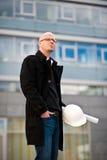 Architect met helm en plan royalty-vrije stock afbeeldingen