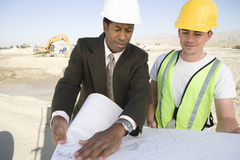 Architect And Worker In Discussion About Plan Royalty Free Stock Image