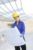 Architecte asiatique sur le chantier de construction Photo stock
