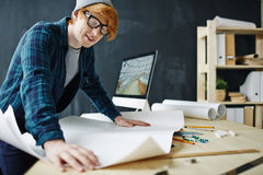 Architecte créatif Working avec des modèles Image stock