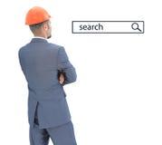Architecte dans le casque regardant la ligne de recherche Photographie stock