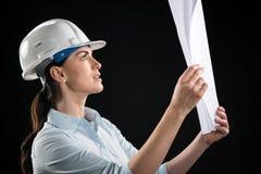 Architecte féminin dans le casque Photos libres de droits