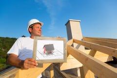 Architecte sur une maison toute neuve de famille Photo libre de droits