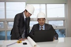 Architecten die bij de planning werken Stock Afbeeldingen