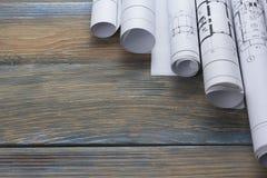Architecten worplace hoogste mening Architecturaal project, blauwdrukken, blauwdrukbroodjes op houten bureaulijst bouw Stock Foto